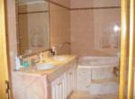 baño con bañera roses
